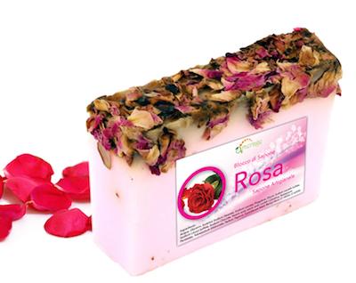 sapone con petali di rosa
